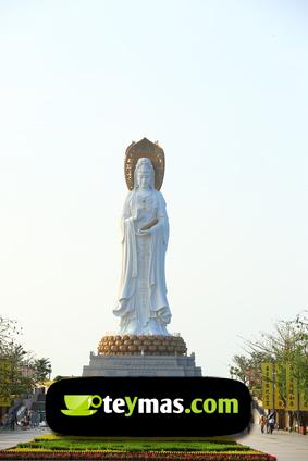Estatua de Kuan Yin en la isla de Hainan, China