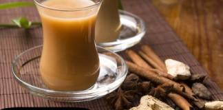 Té negro con canela y leche